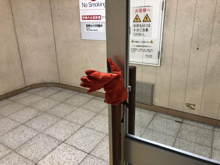 軽作業類 介入型 ドア系?の片手袋 2018年札幌市中央区バスセンター