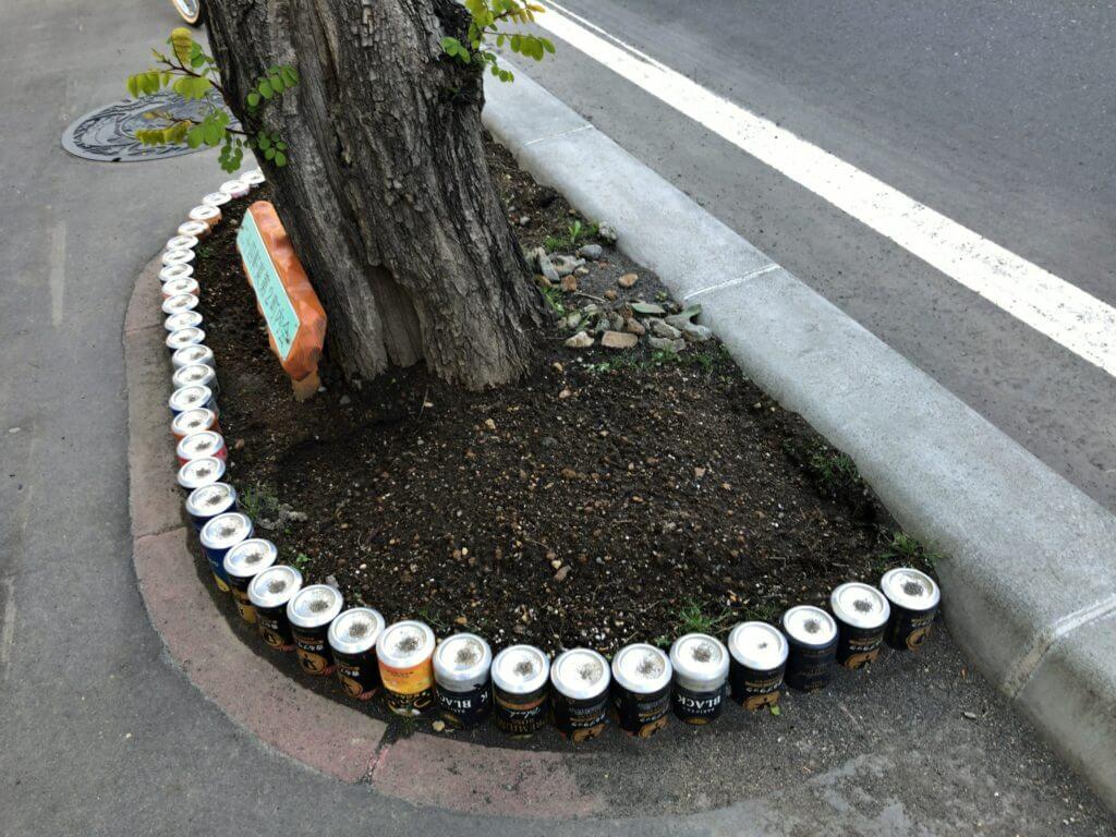 空き缶の柵