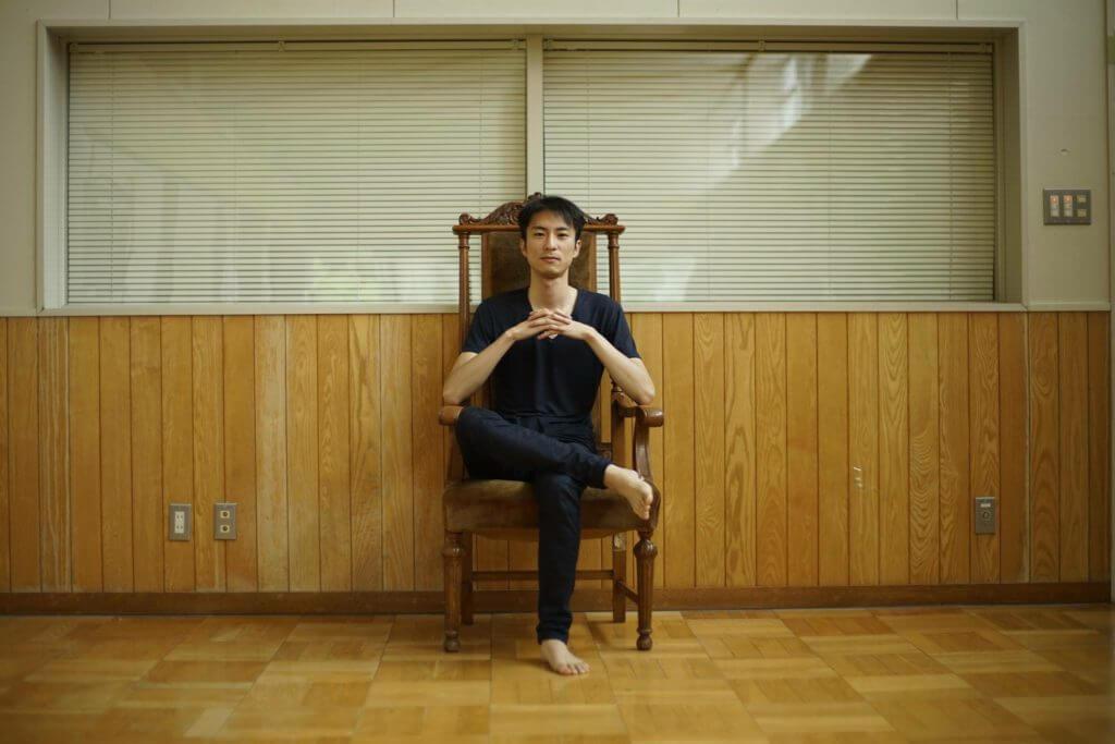 会場にあった椅子。最もお気に入りのアイテム。裁判所で使用されていた椅子らしい。数々の人を裁き、数々の運命を見守ってきた椅子