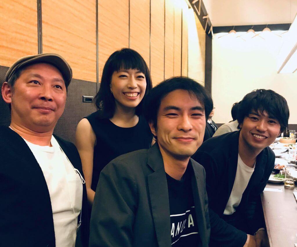 懇親会にて。写真左から楽しい100人スタッフの長谷川英幸さん、登壇者の荒井さやかさん、赤沼、 河嶋峻さん