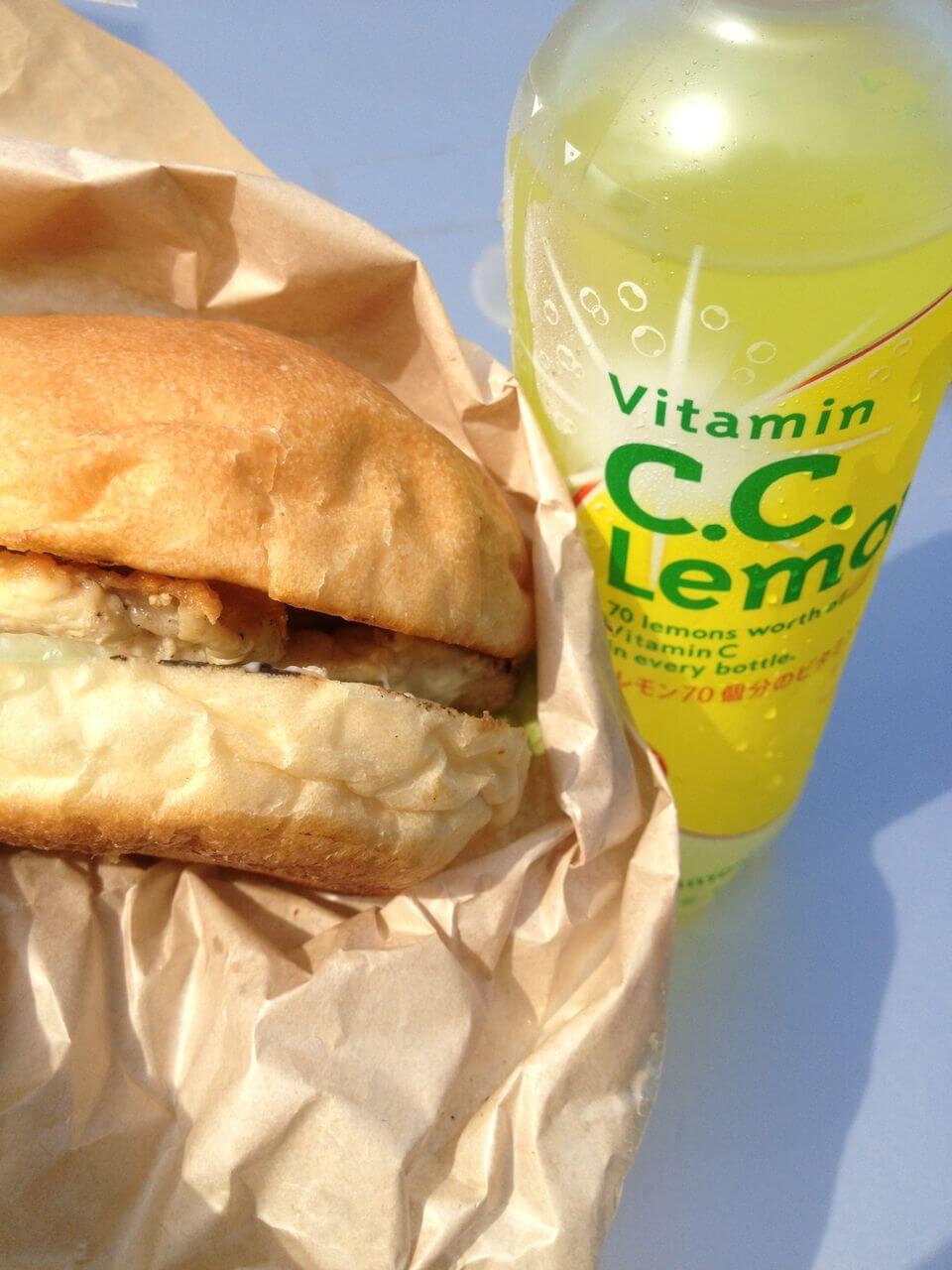2日目の朝食。山わさびバーガー美味しかった!マルヤマドリルという店らしくて、札幌でも行きたい!