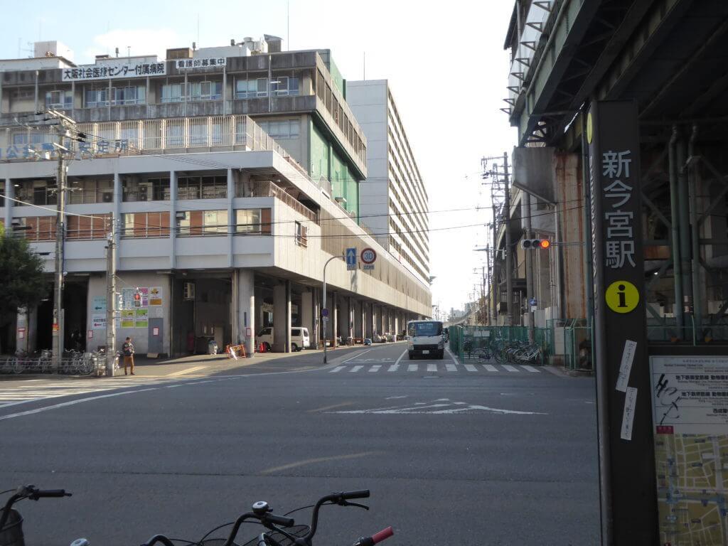 新今宮駅周辺。この奥の通りを歩きました