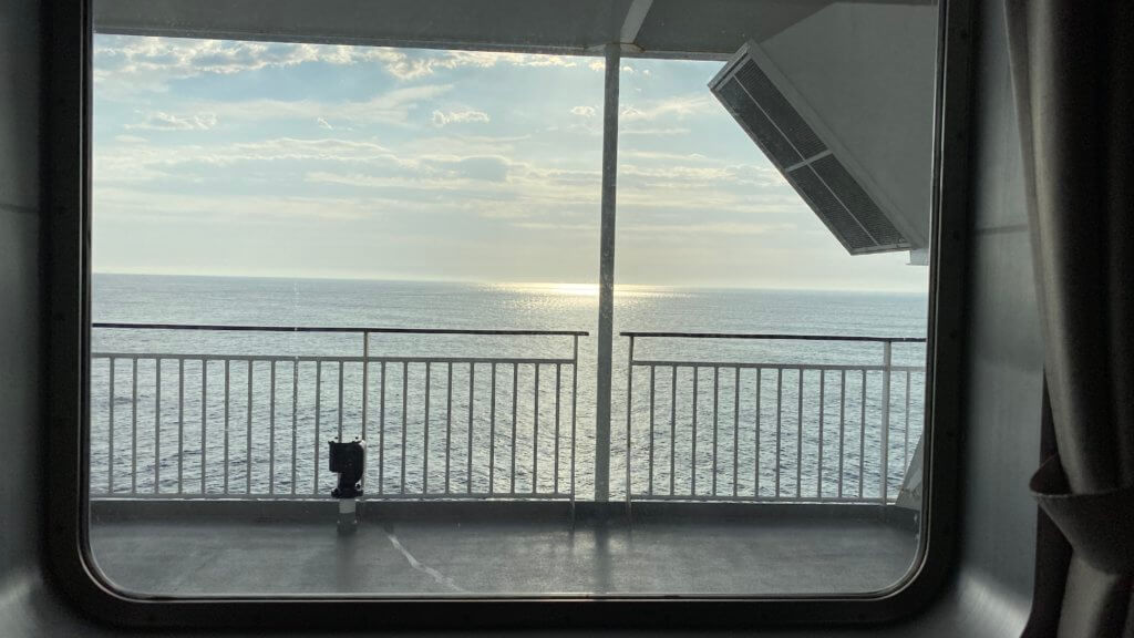 フェリーからの朝の景色