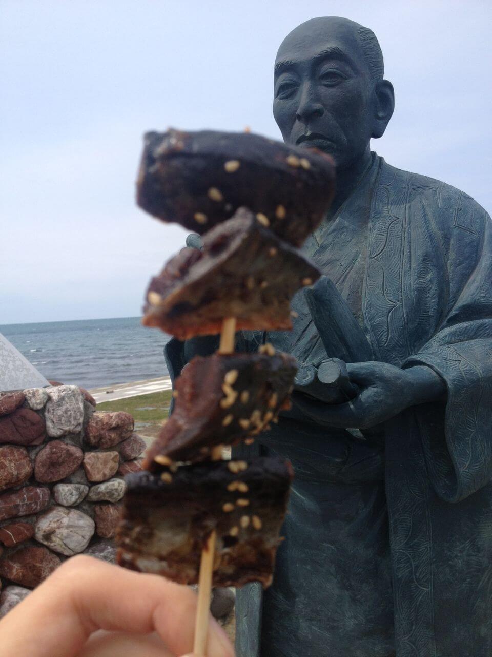 銅像とにしん焼き