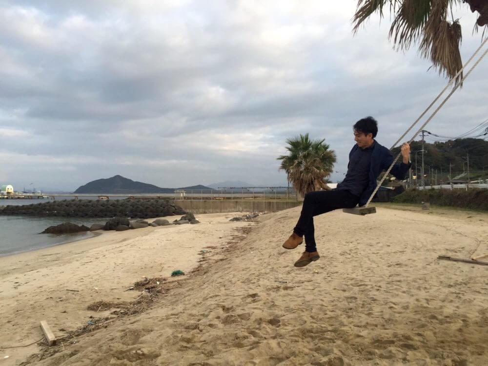 糸島の椰子の木ブランコ。飛び出し