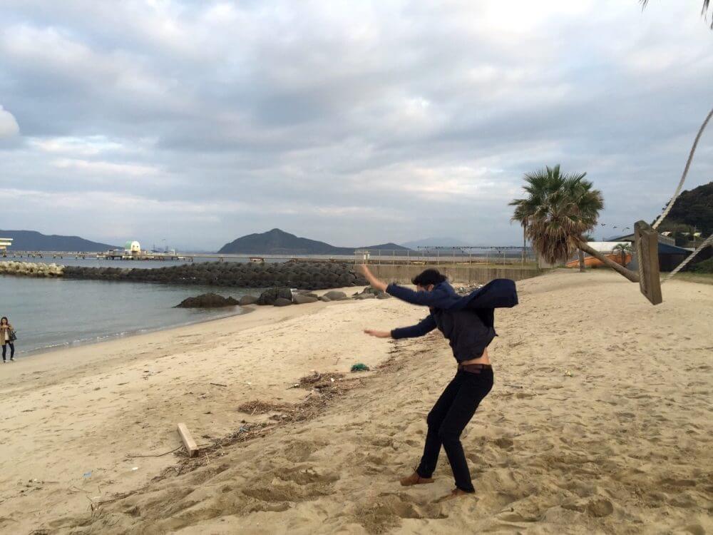 糸島の椰子の木ブランコ。着地